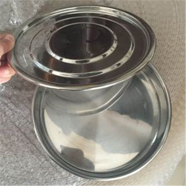 lid and bottom of sieves